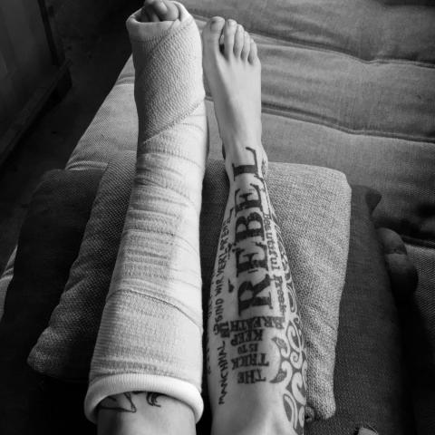 CALL FOR HELP...uh...PHOTOS!⠀  By now, most of you know I broke my foot, 2 bones kaput!  This means I will not be able to work for a while... and that means, no updates, no new tattoos! NOOOOO⠀  I have 2 finished ones ready to show you, but after that, nothing!⠀  I would love to be able to post your tattoos, in their habitat. ⠀  Do you have a good picture laying around? One that shows your tattoo but isn't focussed on it, just... you doing your thing, and your tattoo cassually hanging around... ⠀  Send these photos to eva@tart.gent  and I might post them here ;) (if you don't want to show your face, no problem! I'll also credit the photographer if yOu let me know their name)⠀